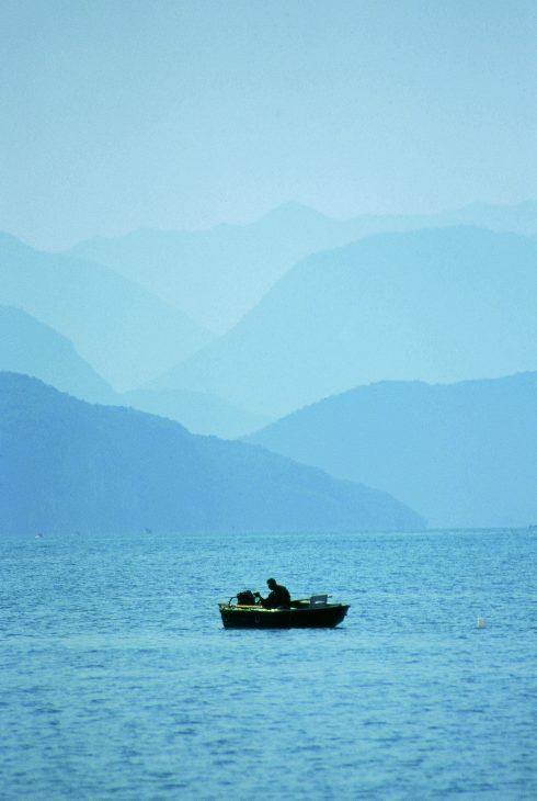 Peche_en_barque_sur_le_lac_d_Annecy-Lac_Annecy_Tourisme-186